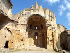 abside romane alet les bains ciel bleu